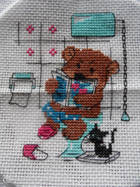 вышивка «медведь на унитазе»