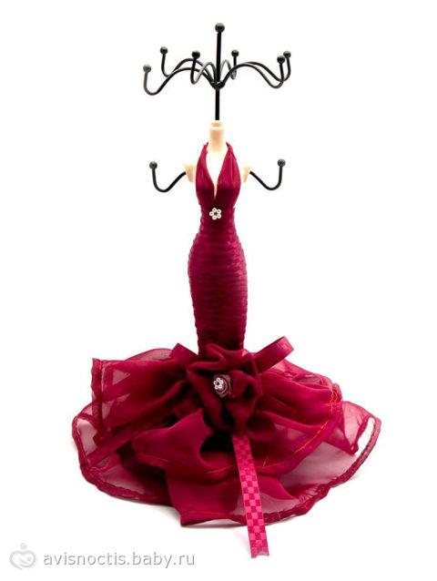 Одной девочке подарили на День Рождения вот такую подставку-манекен для...
