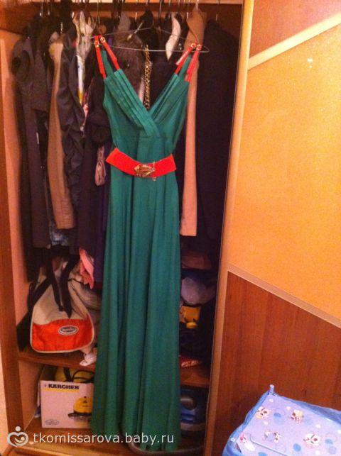 Зеленое платье и коралловые туфли