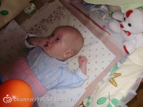 моя доченька-такая смешная)))