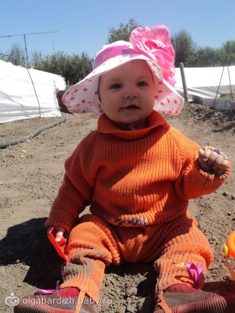 Моей красотуленьке 10 месяцев))))