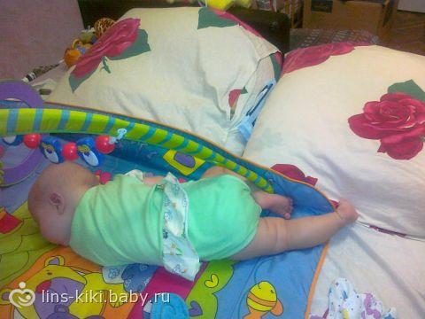 ребенок первый раз уснул на животе ее